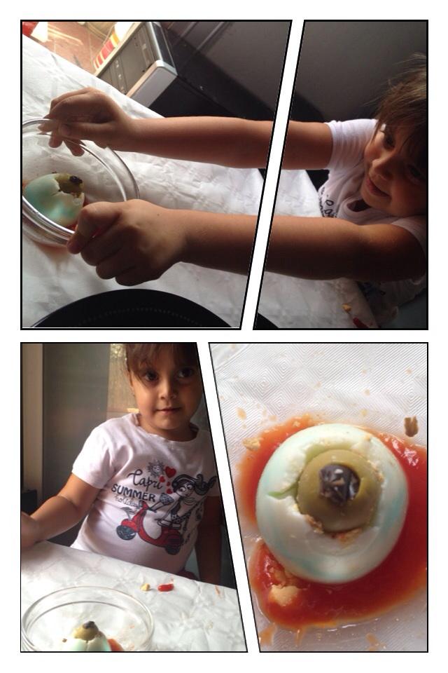 huevos en forma de ojo para halloween